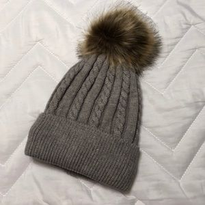 Accessories - 🆕 Gray Faux Fur Beanie